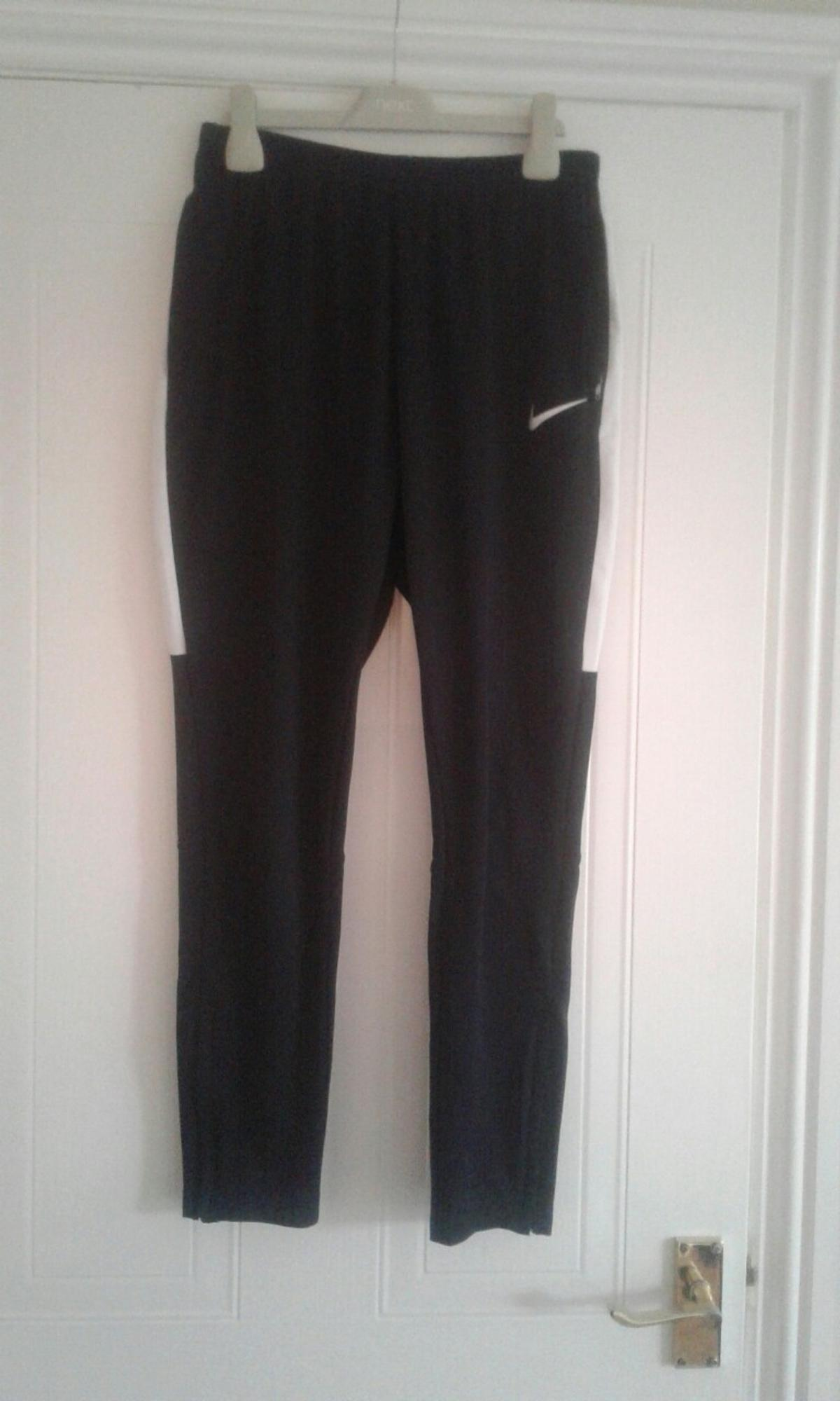 Large boys 147-158 cm, 12-13 years 100% polyester Machine washable Two side pocket with zips White mesh strips down both sides of joggers Good condition apart from very slight mark down side of jogger