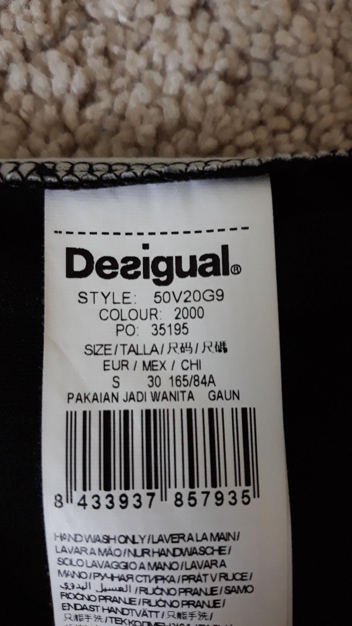 Verkaufe schwarzes Desigual Kleid in Größe S mit etwas tieferen Rückenausschnitt.