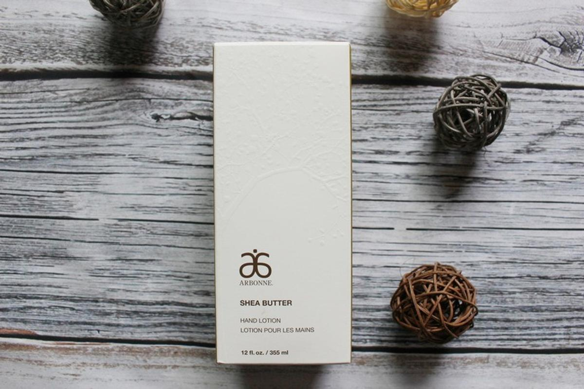Luxury hand lotion from natural botanicals and oils Brand new, never being used in its original packaging.  Delivery available!