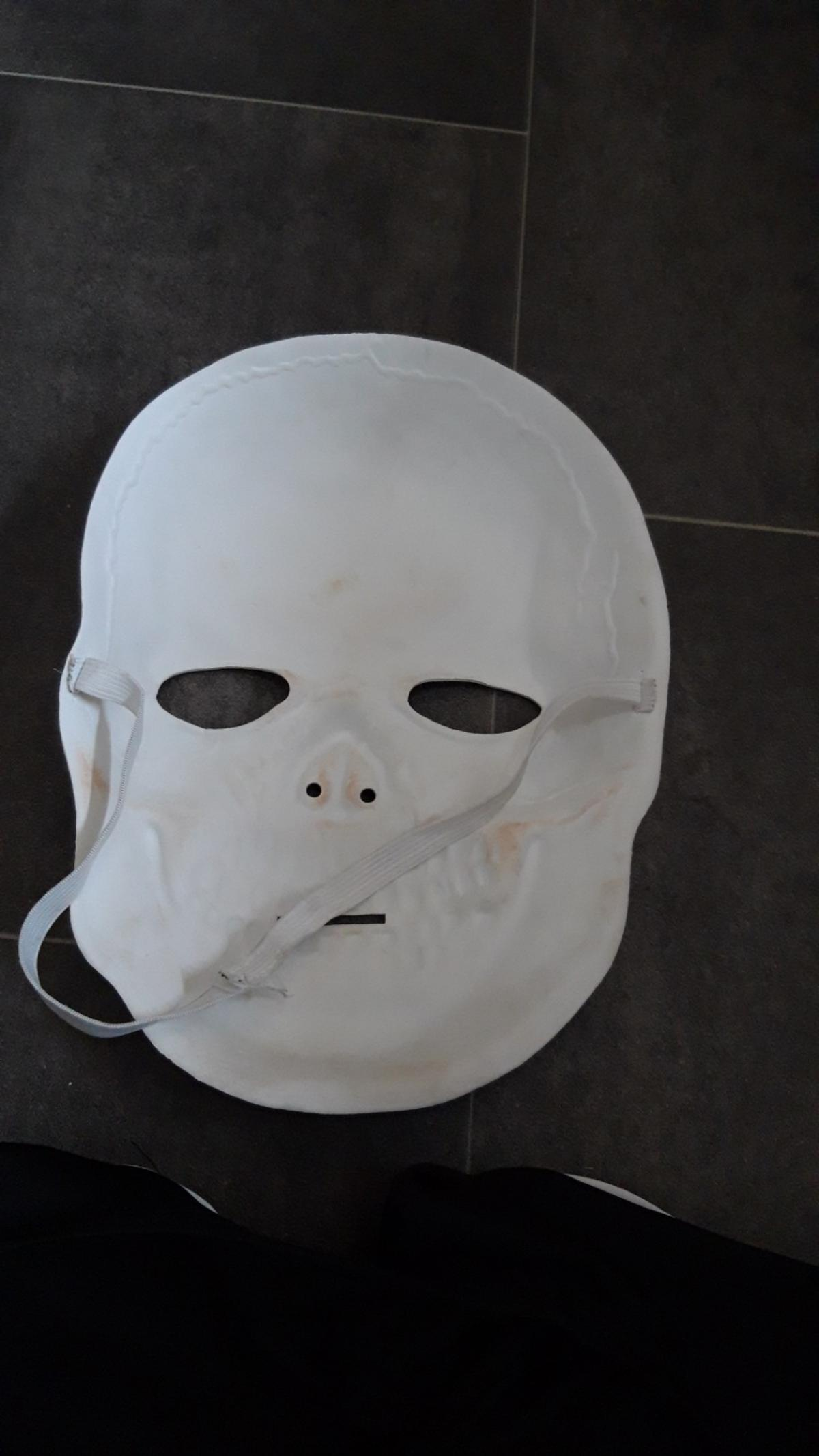 boys Halloween costume and mask age 7 8 years worn a few times for Halloween and world book day (funny bones) will need rewashing been stored in cupboard collection only