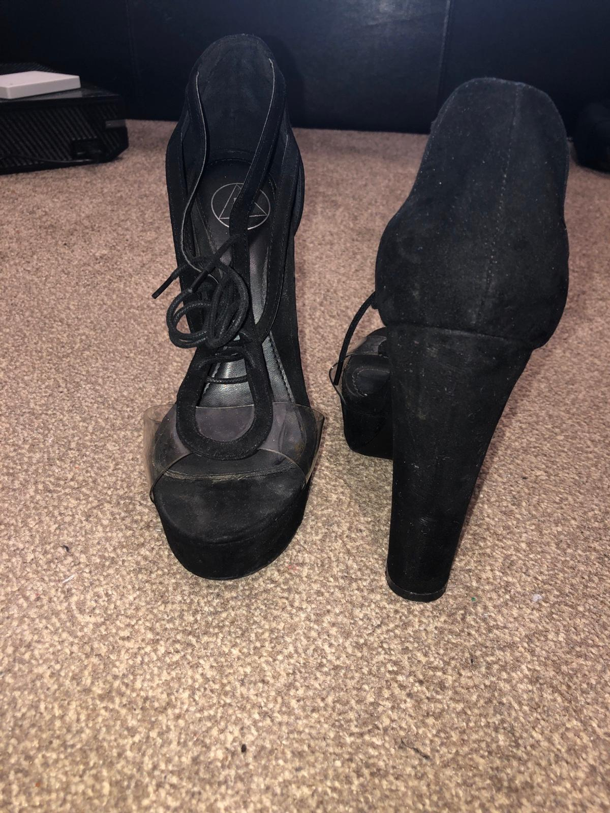 Brand new Worn once Size 5 Fitted shoe