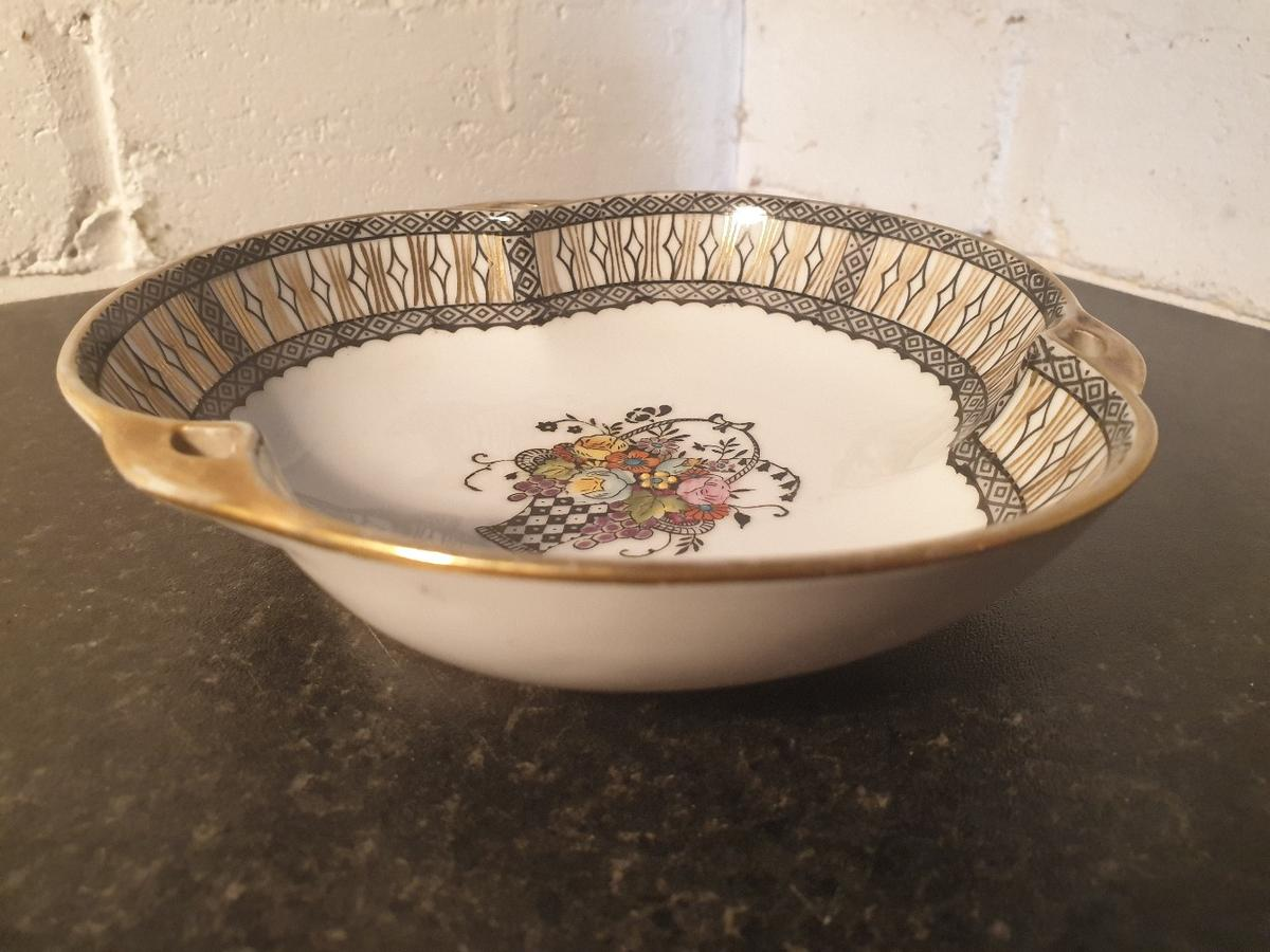 *'NORITAKE' HAND PAINTED BOWL *FLORAL FLOWER PATTERN DESIGN *HEIGHT 4cm OVERALL WIDTH 15.5cm x 15.5cm *IN VINTAGE USED CONDITION WITH SOME BUT LESS THAN EXPECTED FOR AGE & USE, PLEASE SEE PHOTOGRAPHS *POSTAGE FOR ADDITIONAL COST JH4671