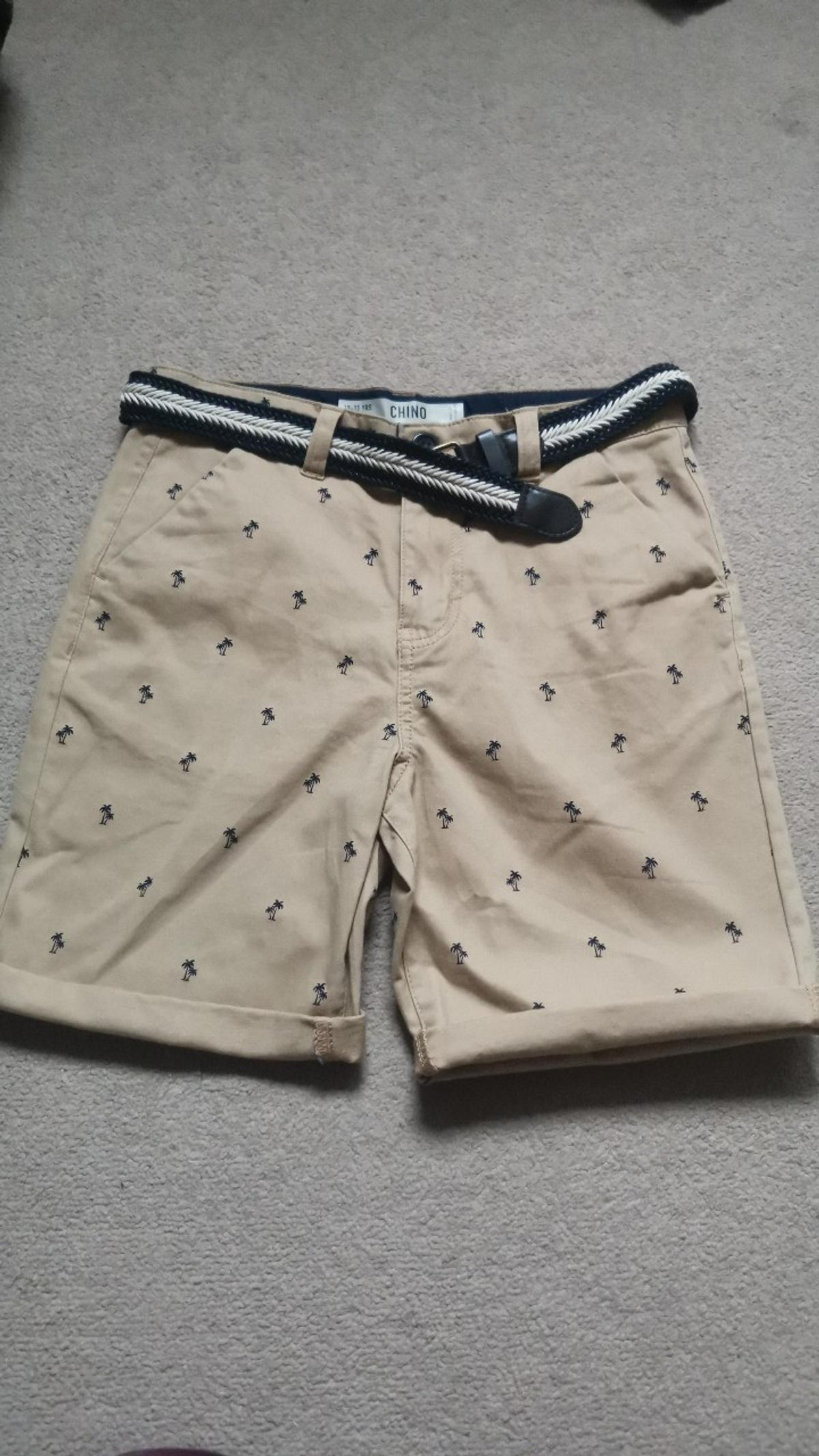 Boys chino shorts with belt. Age 10-11.