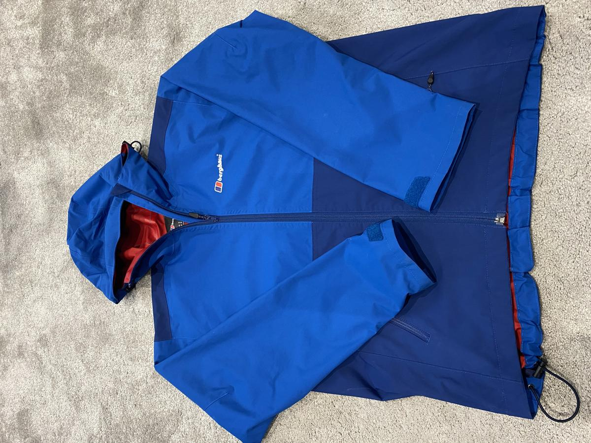 Men's genuine lightweight berghaus jacket size s men's,great condition like new