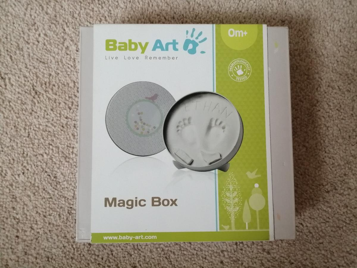 Brand New set that you can use to create a setting for the cute print of your baby's hands and feet.