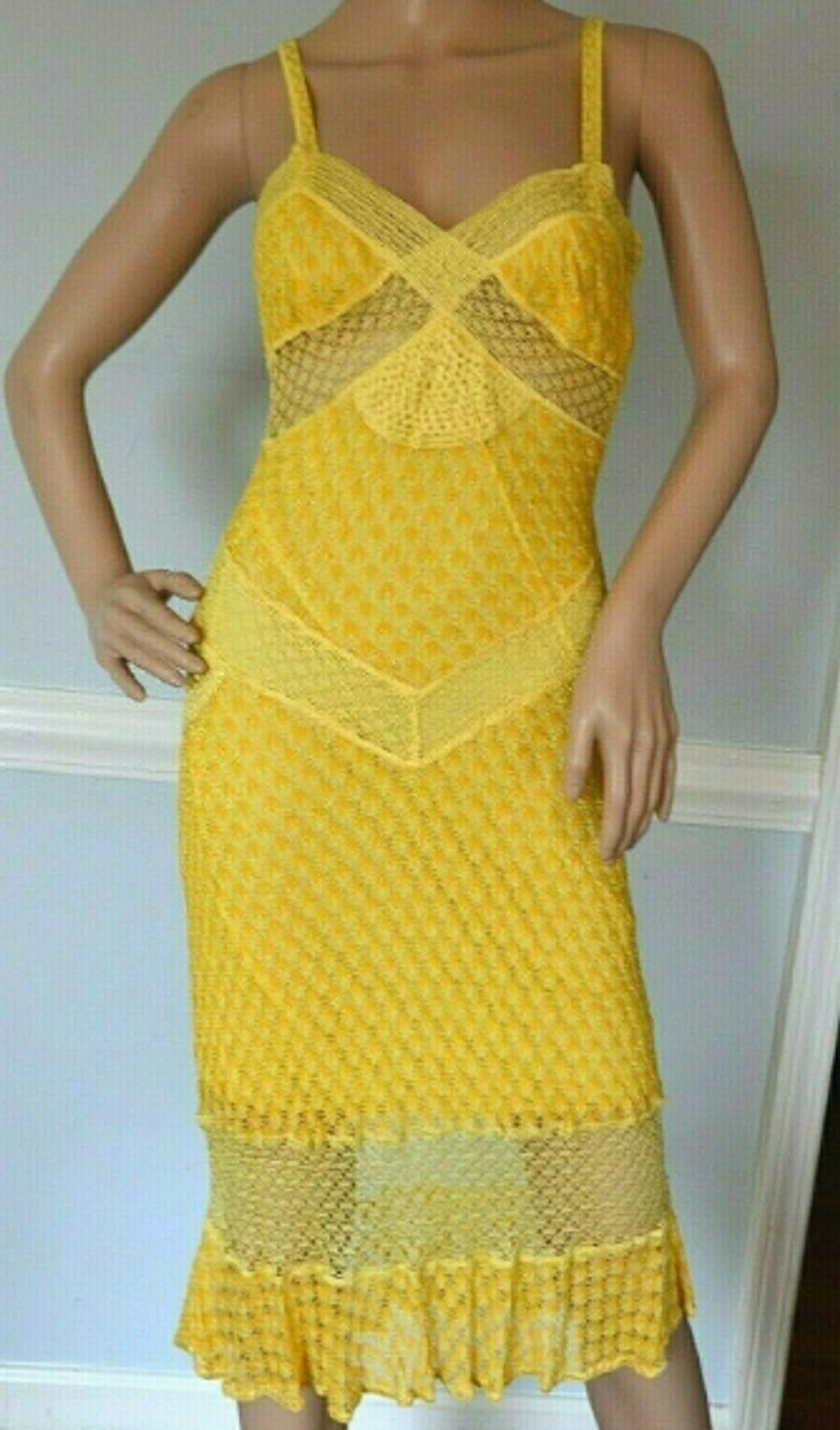 """Missoni Orange Label Embroidered Crochet Sunny Yellow Sun Dress US 2 4 / IT 40 Condition:Used : Seller notes:""""Looks new - beautiful!"""" Size:Italian 40Sleeve Type:Sleeveless Dress Length:Knee LengthSize Type:Regular Department:WomenAccents:Crochet, Embroidered Pattern:EmbroideredStyle:Stretch, Sun Dress Color:YellowMaterial:Rayon Neckline:V-NeckClosure:Zip Occasion:AnySleeve Length:Sleeveless Brand:MissoniUPC:Does not apply"""