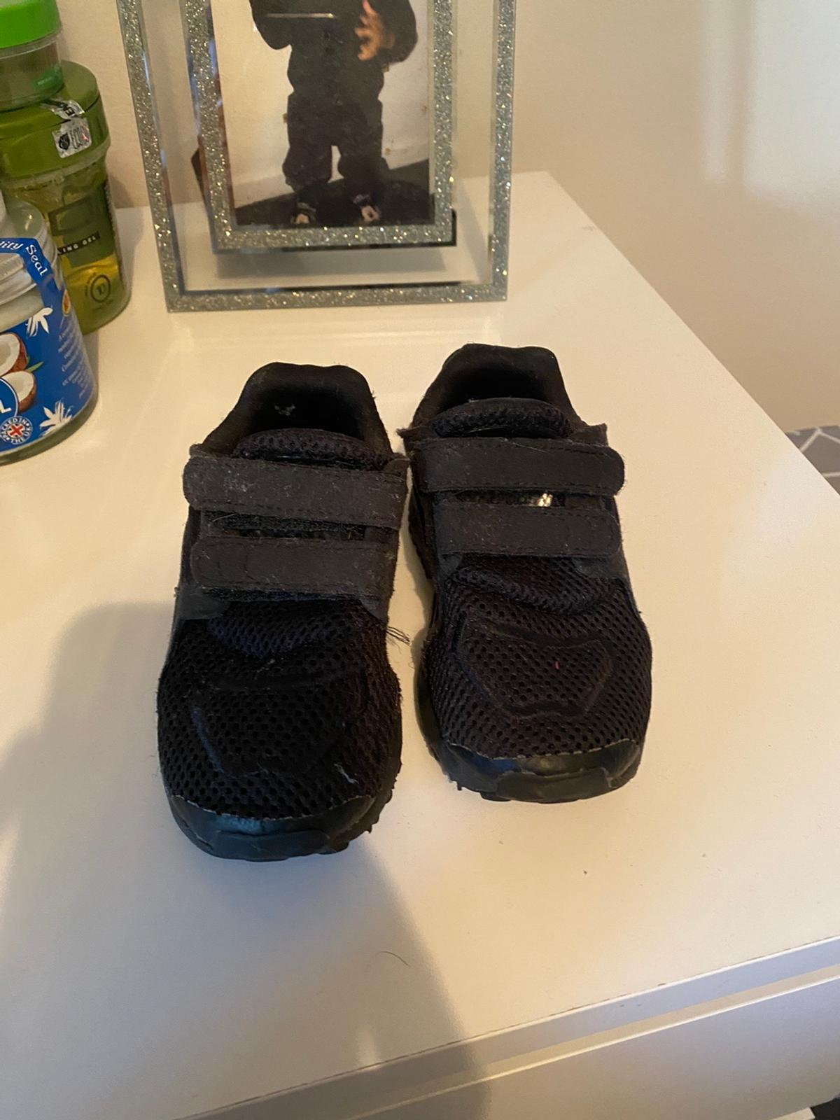 Adidas kids trainers Great condition Size 6  Postage only £3.99 extra - no collection due to COVID