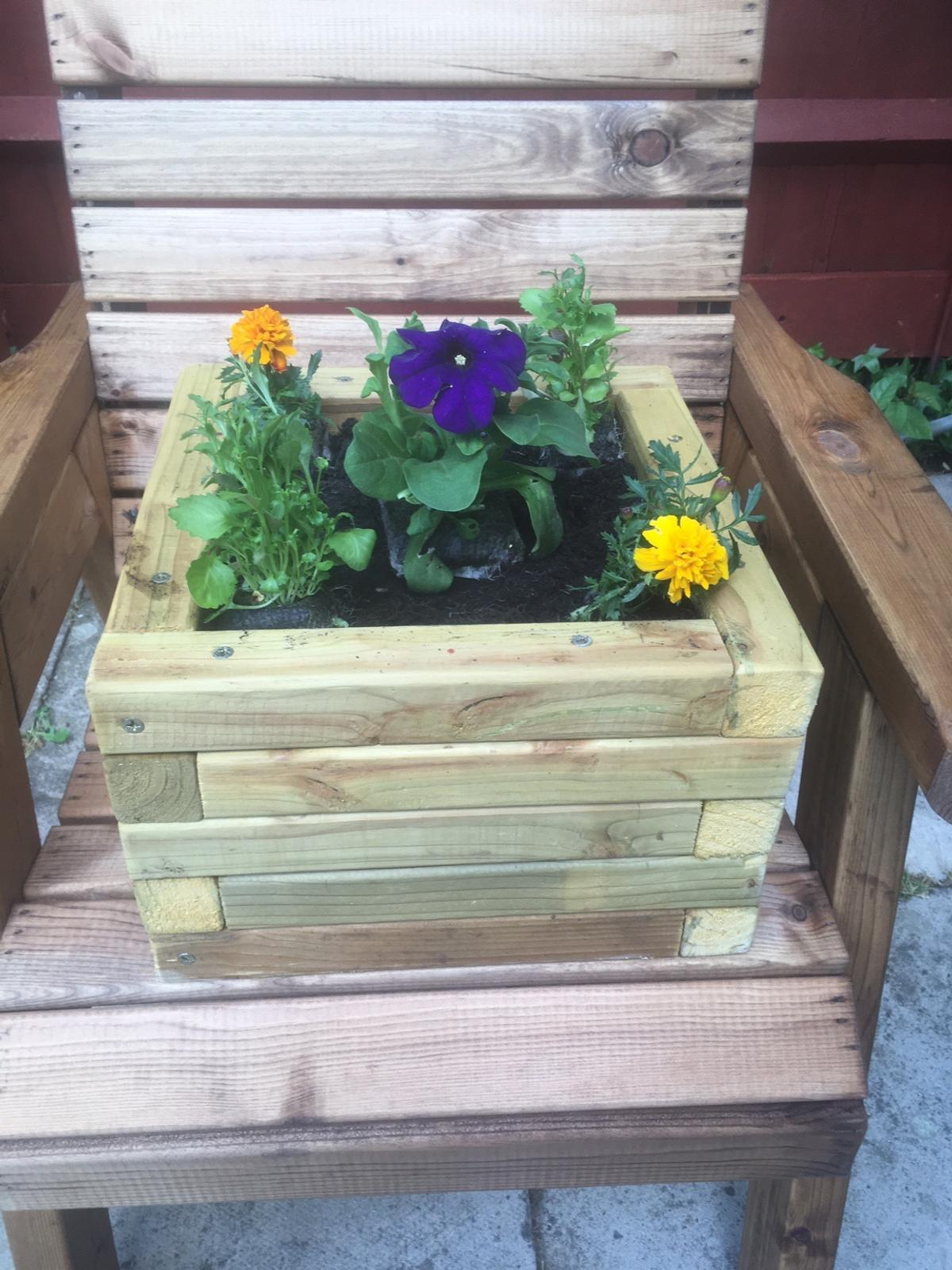 Solid wooden planter (No Plants included) contactless collection only. Payment transfer preferred.