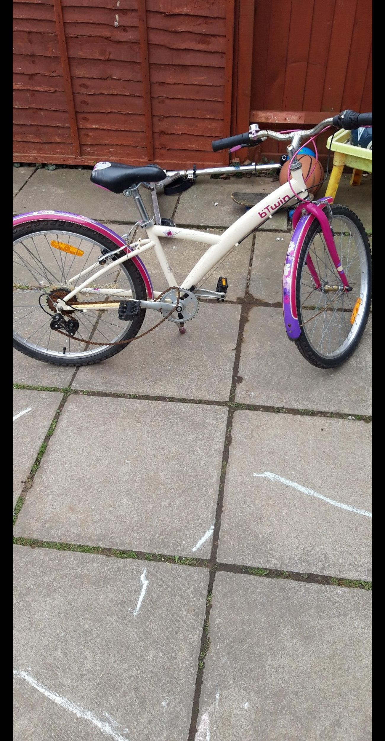 for sale bike for spare or repair problem with chain Price £10 collection only