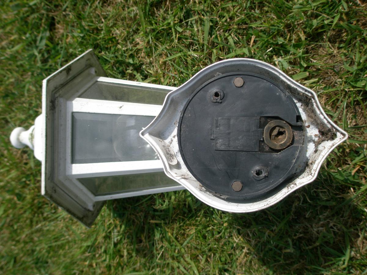 Wickes Coach Light in very good condition  60 watt maximum bulb - included  Aluminium cast  Payment on collection