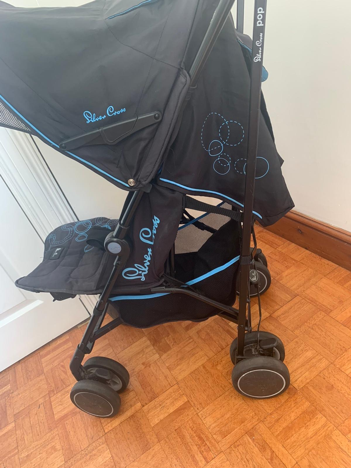 Silver Cross Pop stroller – Blue bubbles pushchair  Collection from Wanstead. Social distancing practiced on collection.  In good used condition. No raincover.  The Silver Cross Pop stroller is suitable from birth, has a remarkable lightweight construction with compact umbrella fold, lockable swivel wheels and features a UPF 50+ hood with a pop-out sun visor.  – Suitable from birth up to a maximum weight of 15kg – One-hand multiple position reclining seat – Lockable self-centering swivel wh