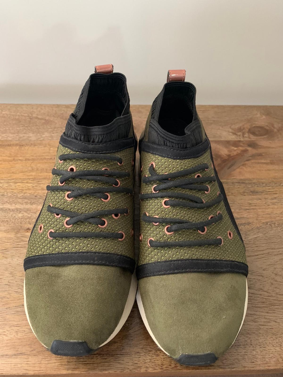 Khaki and rose gold puma trainers. Size 5. Only worn a handful of times. There is a little creasing in the rose gold strip at the back otherwise in good condition.