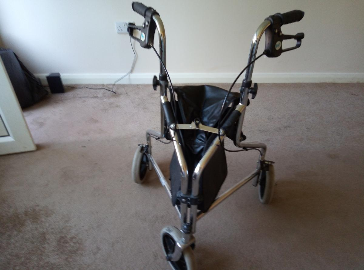 3 wheel Rollator with a shopping basket To be collected I can not deliver and need to go