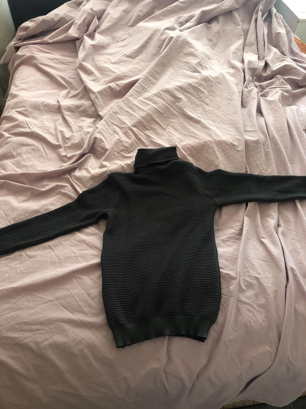 In size XS No stains or tears Jumper is muscle fit Open to offers