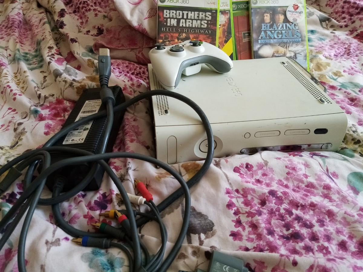 Today for sale I got xbox 360 whit all wirles is working condition sale as don't play more come whit one remote control and few games