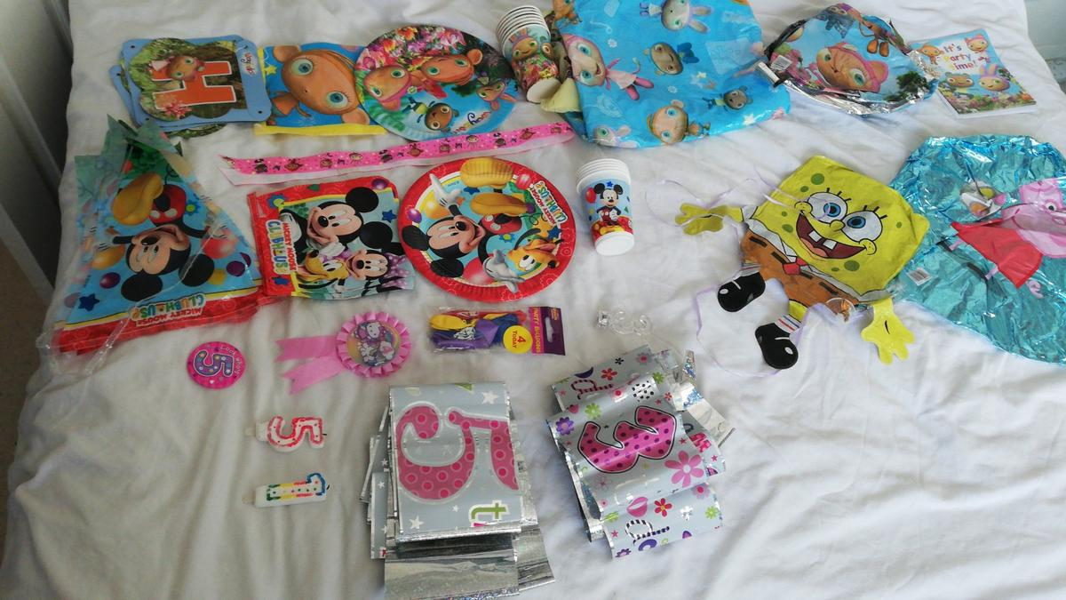Various partware items, good condition, cups, napkins and plates never been used, best offers