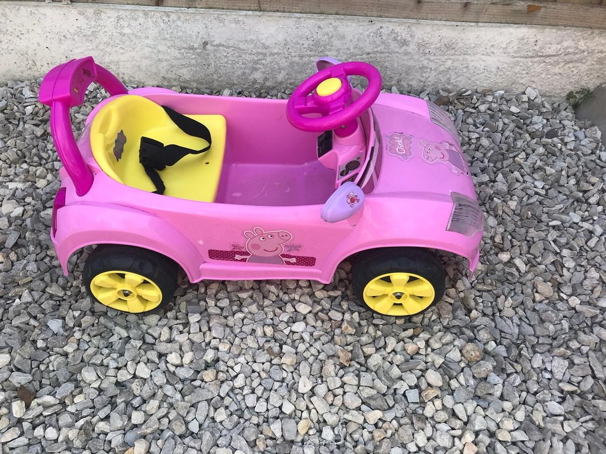 My daughter has sadly outgrown this car, she has absolutely loved it and played hours with it. Comes with charger. Good Condition. Has switches to go forwards or reverse. Works perfectly. Collection Alfreton.