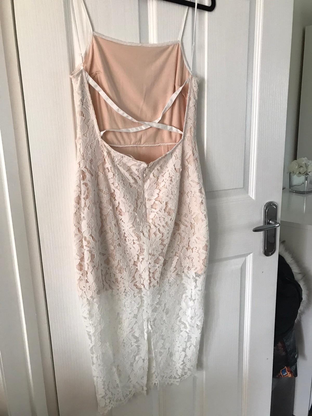 Really good condition apart from a small tear at the bottom of the dress as shown in pictures. Brought from misguided and only worn once. Size 10. Item can be collected within Oxfordshire or delivered x