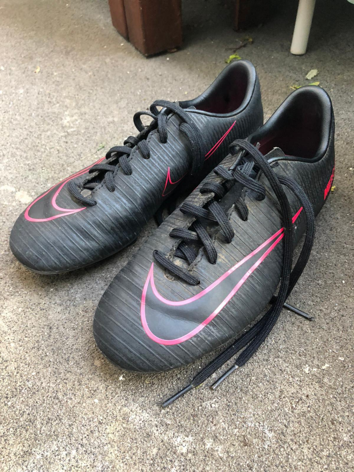 Used kids football boots but in very good condition