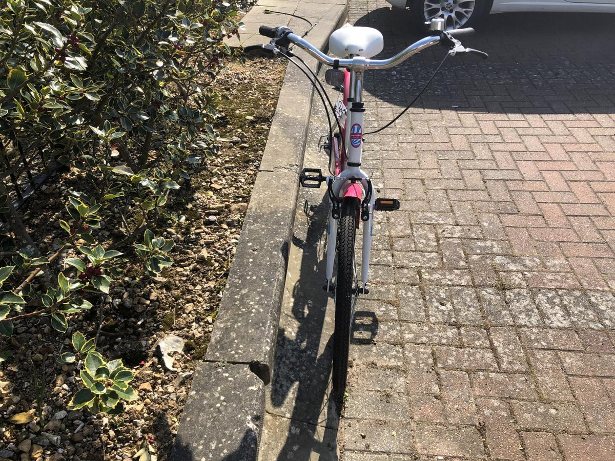 A lovely brand new bike.Has a tiny tear on the seat (pic3)but barely visible.A very good price for an Apollo bike☺️. If you are interested or maybe have an offer please feel free to message ☺️ Thanks