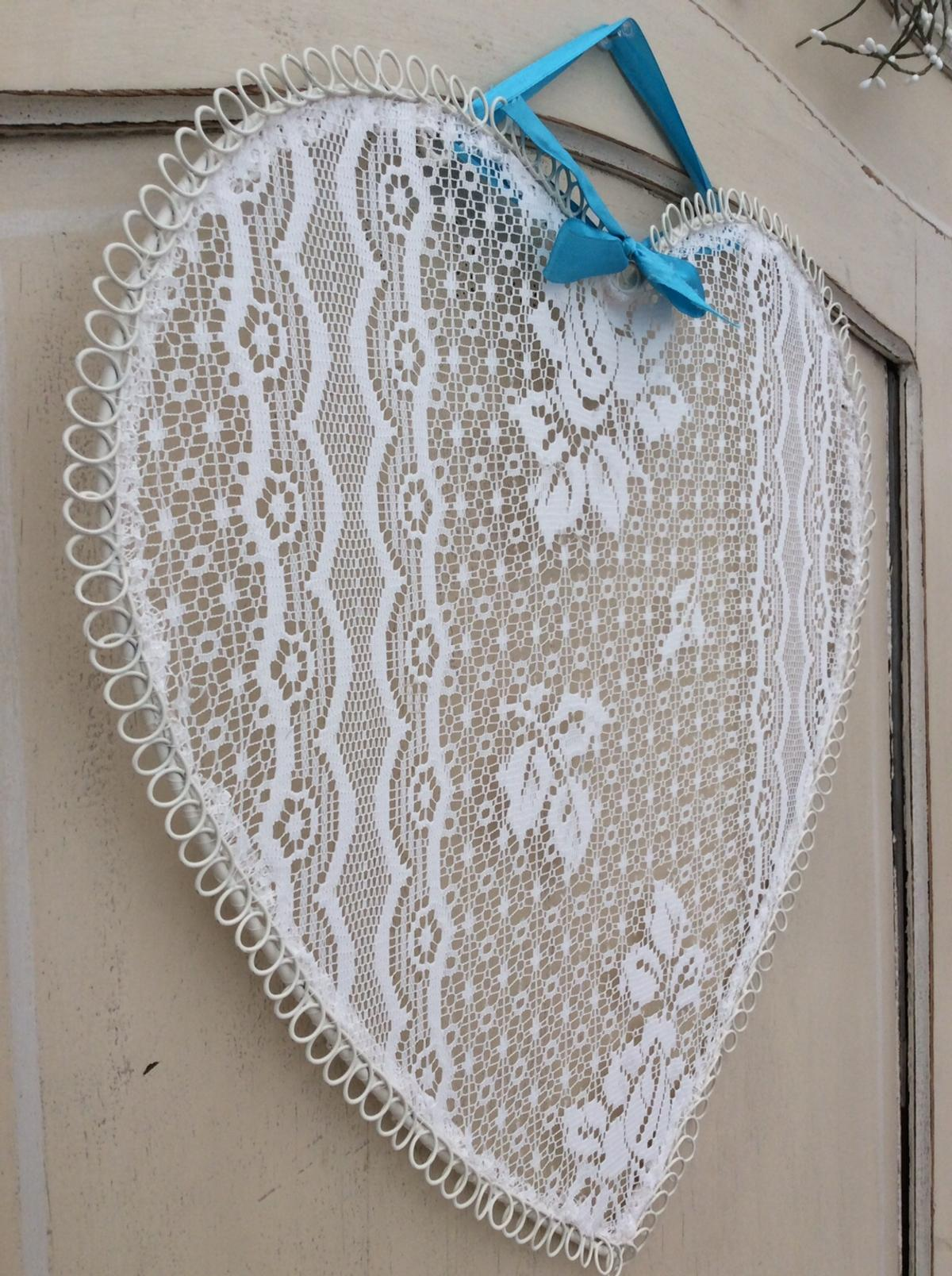Beautiful HUGE love heart bedroom hanger. Metal outer with gorgeous white floral lace. Hanging hoops to the reverse to where the ribbon bow is thread. Dimensions: 47 cm x 47 cm Lovely clean condition