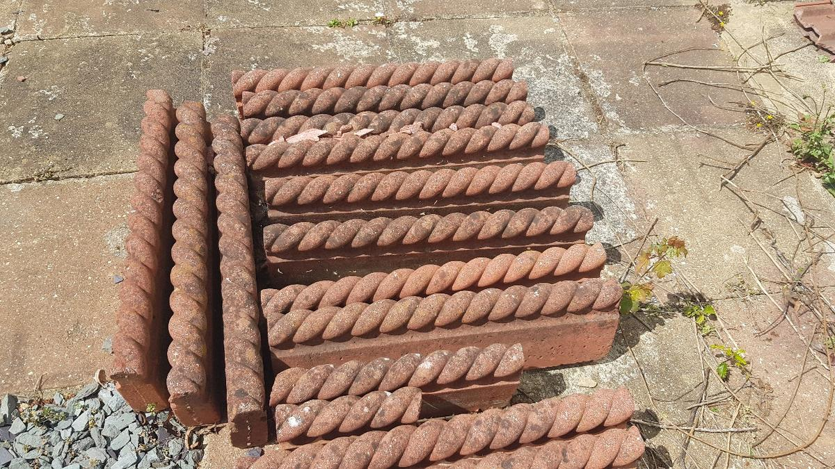 14 x edging stones for pathway or grass area. 1 x small piece