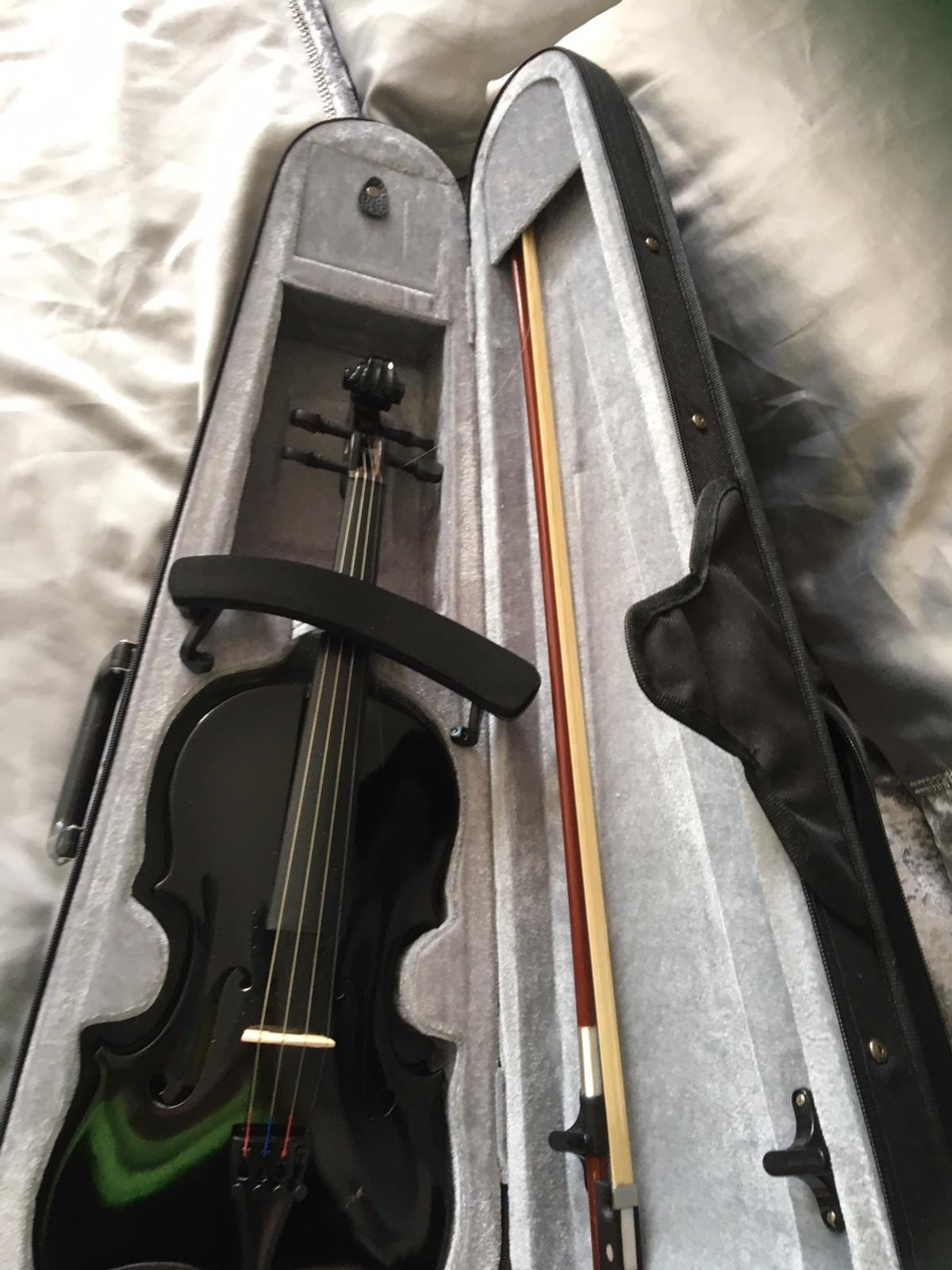 Nearly new Violin only used a few times comes with case