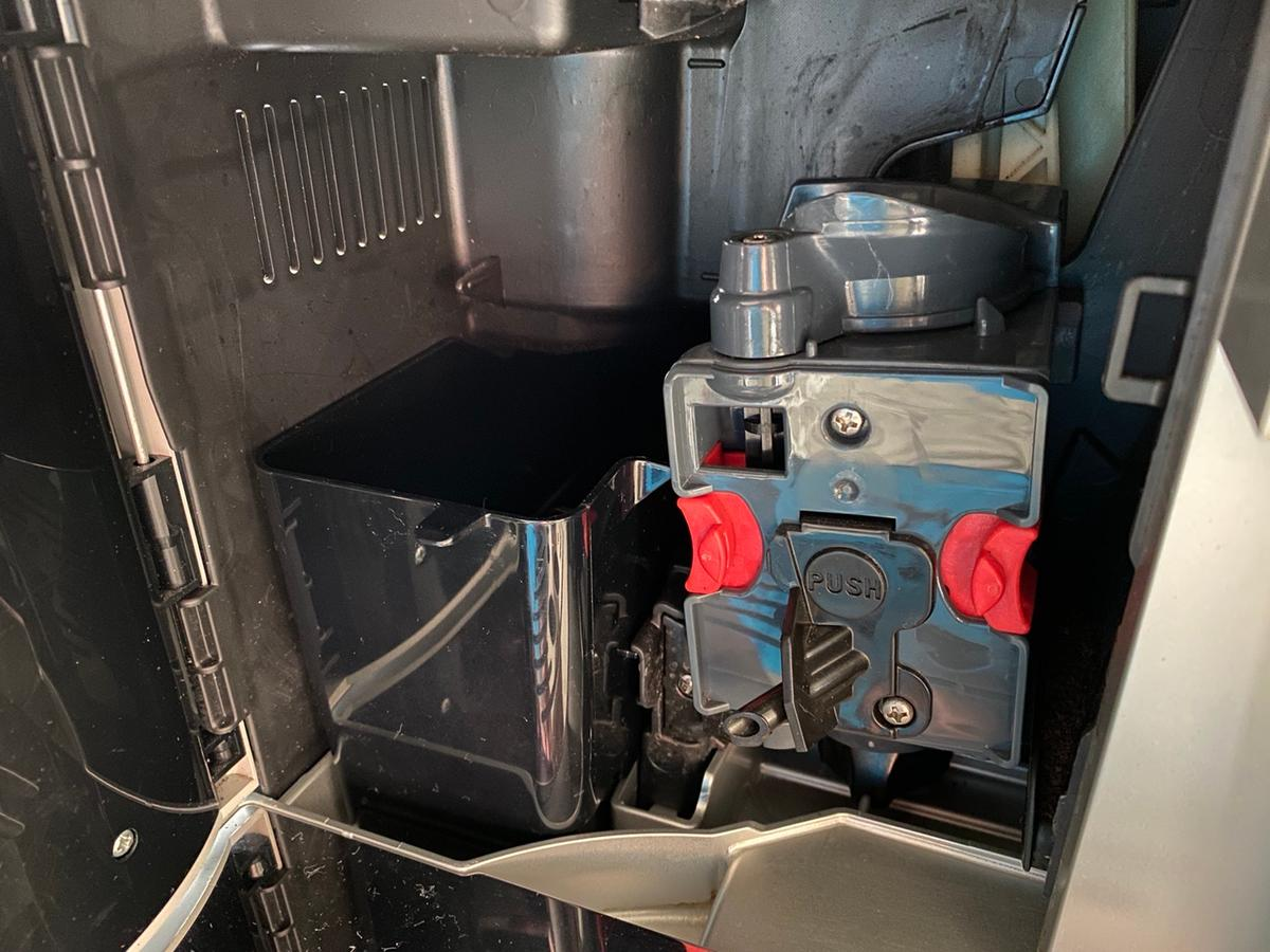 Excellent condition, barely used. Makes lovely coffee. Instruction manual can be downloaded from DeLonghi website. Bean-to-cup and ground coffee can be used. One-touch cappuccinos. Collection or delivery