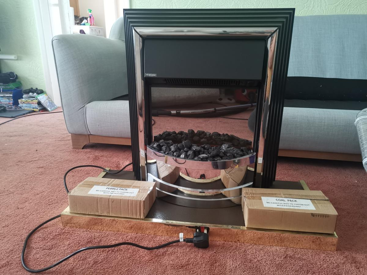 £120 ONO Dimplex Zam20 Freestanding electric fire heater. 2kW fan heater Optiflame effect Choice of coal or pebble fuel bed Freestanding Unit No installation required  Dimensions Height (mm) 665 Depth (mm) 226 Width (mm) 603 Weight (kg) 12.3  Comes with a box of coal and pebbles. Can be seen working.  Collection from West Keal
