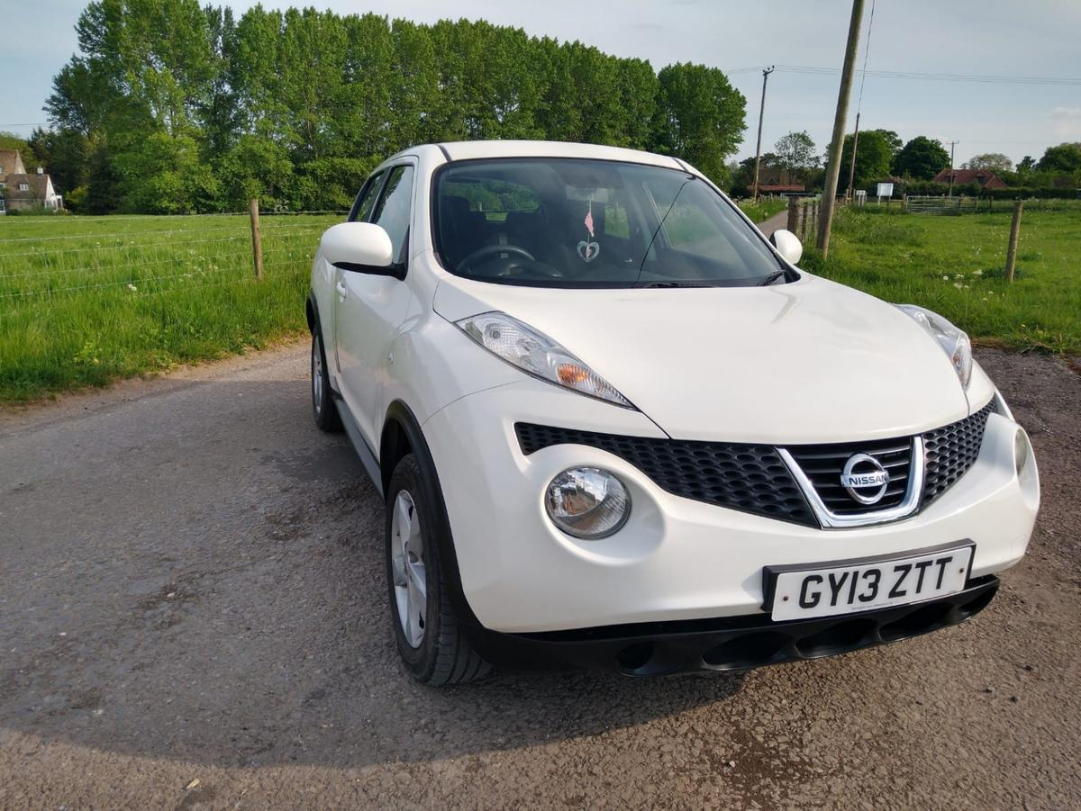 White 5 door Nissan Juke with colour coded mirrors! Air conditioning, electric windows and rear parking sensors. 2013 with very low mileage (44,800) any inspection welcome. Social distancing rules apply. Feel free to contact me with any questions.