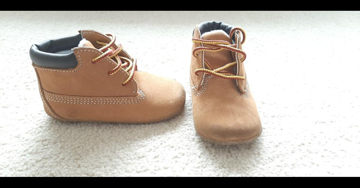 Timberland crib booties yellow Size - 2.5UK good condition - worn a few times no box - as seen in pictures