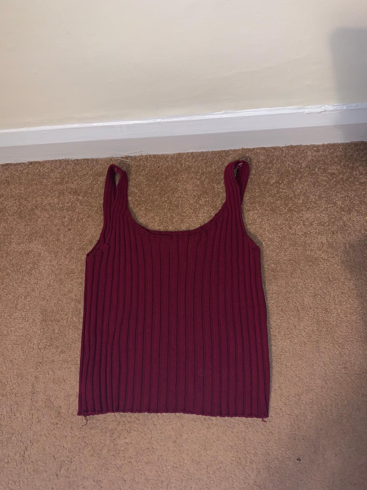 got this top as a gift but is to big for me so selling :) no tag so don't know the brand
