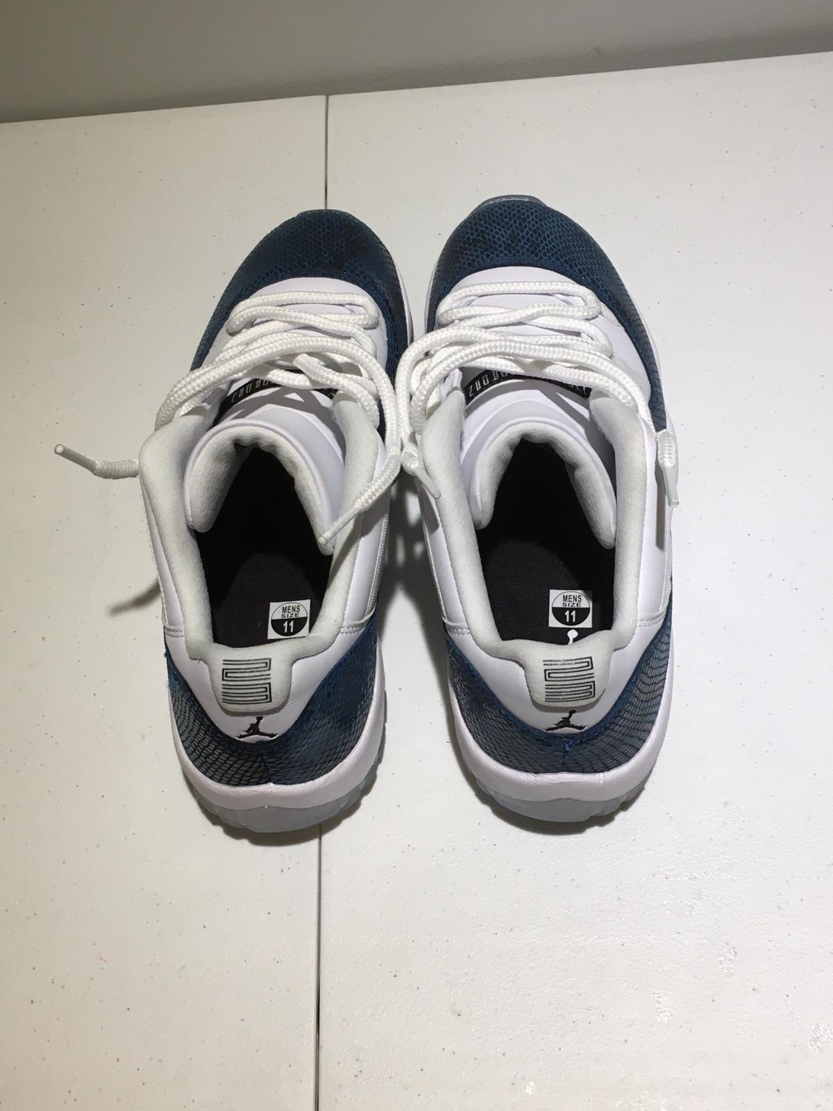 size: 11 worn once send offers