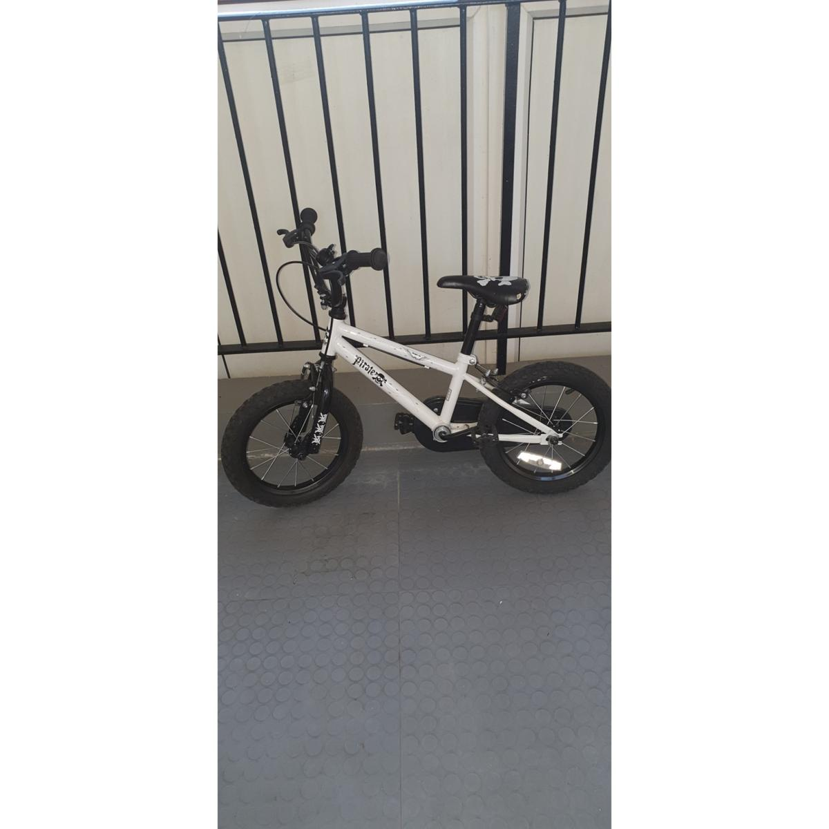 kids bike 14inch good condition needs to be gone asap  collection from new Addington  can drop off locally for £5