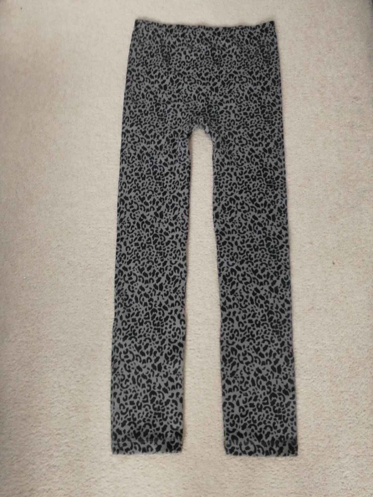 Lovely lady's leggings Size L (14-16) never been used basically like new excelent condition