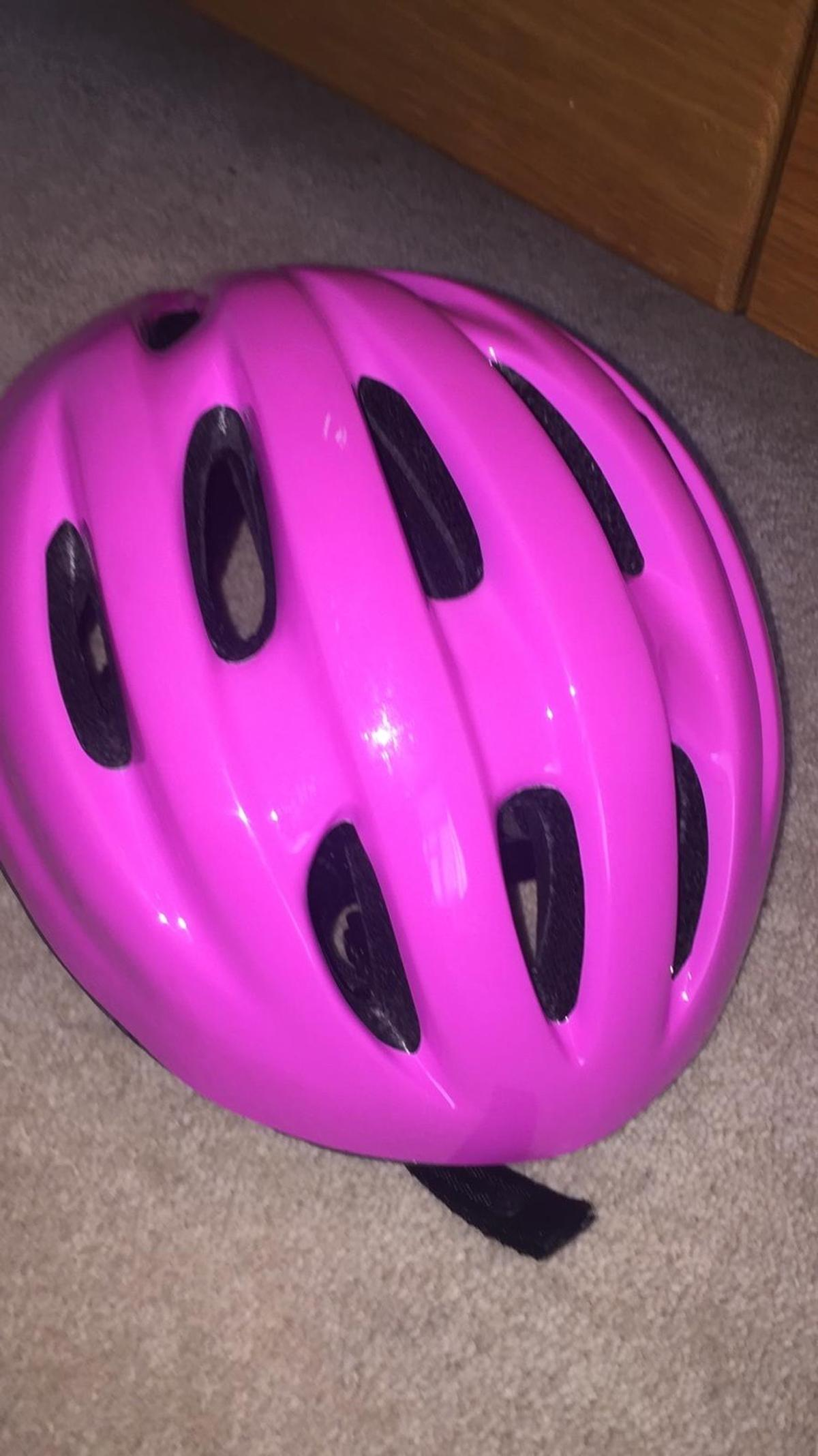 Lovely hot pink girls helmet size is showed in the last photo. Collection only form Barnet area