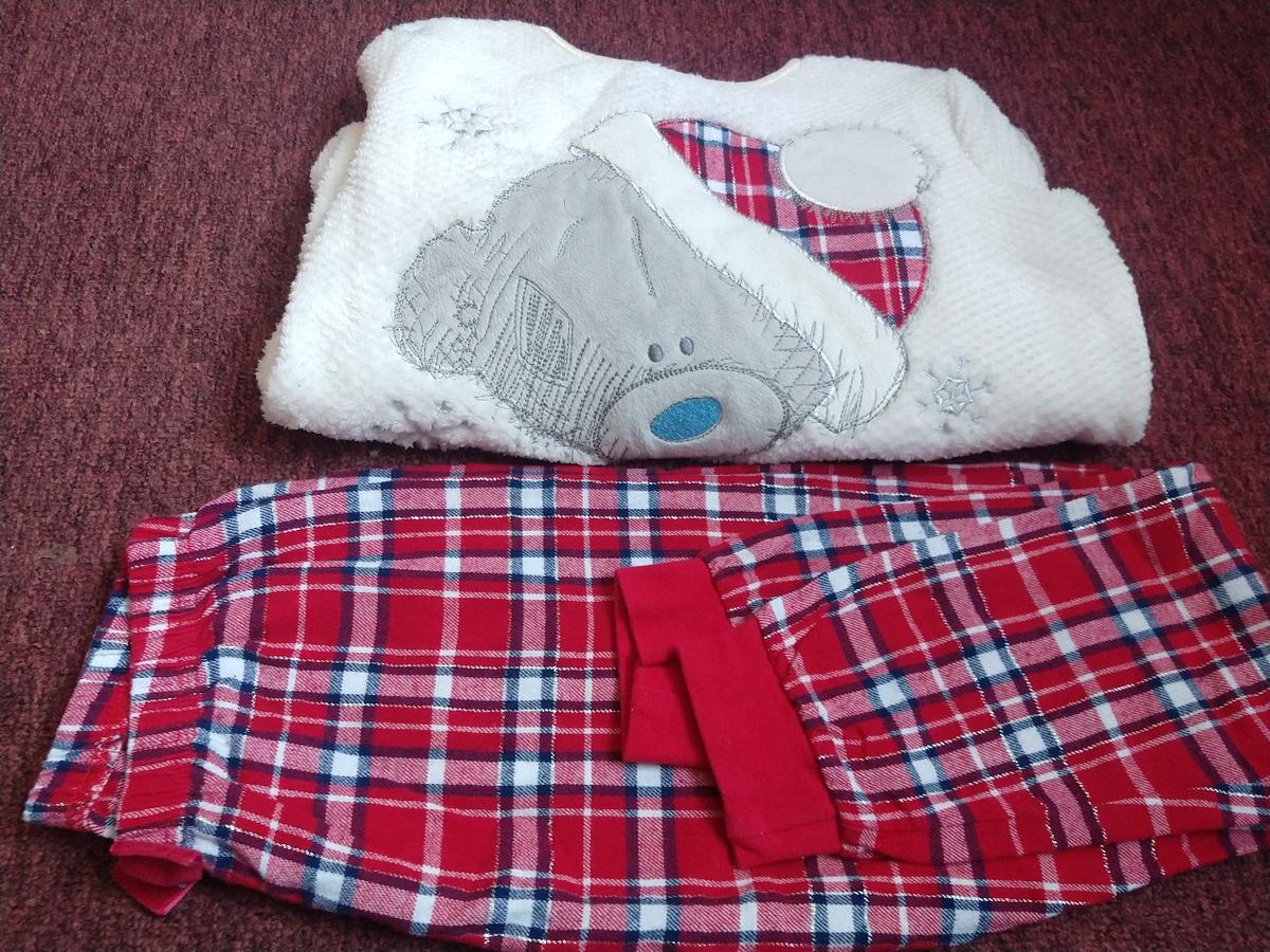 girls Christmas PJ's set age 10 in good condition pick up or i can post
