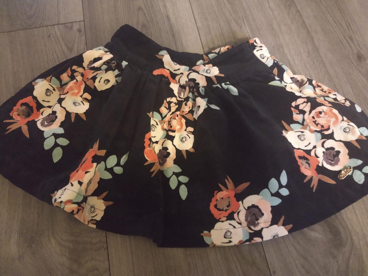 beautiful adee skirt age 6 small size it would fit age 4-5 in good condition just have a mark on pick up or i can post