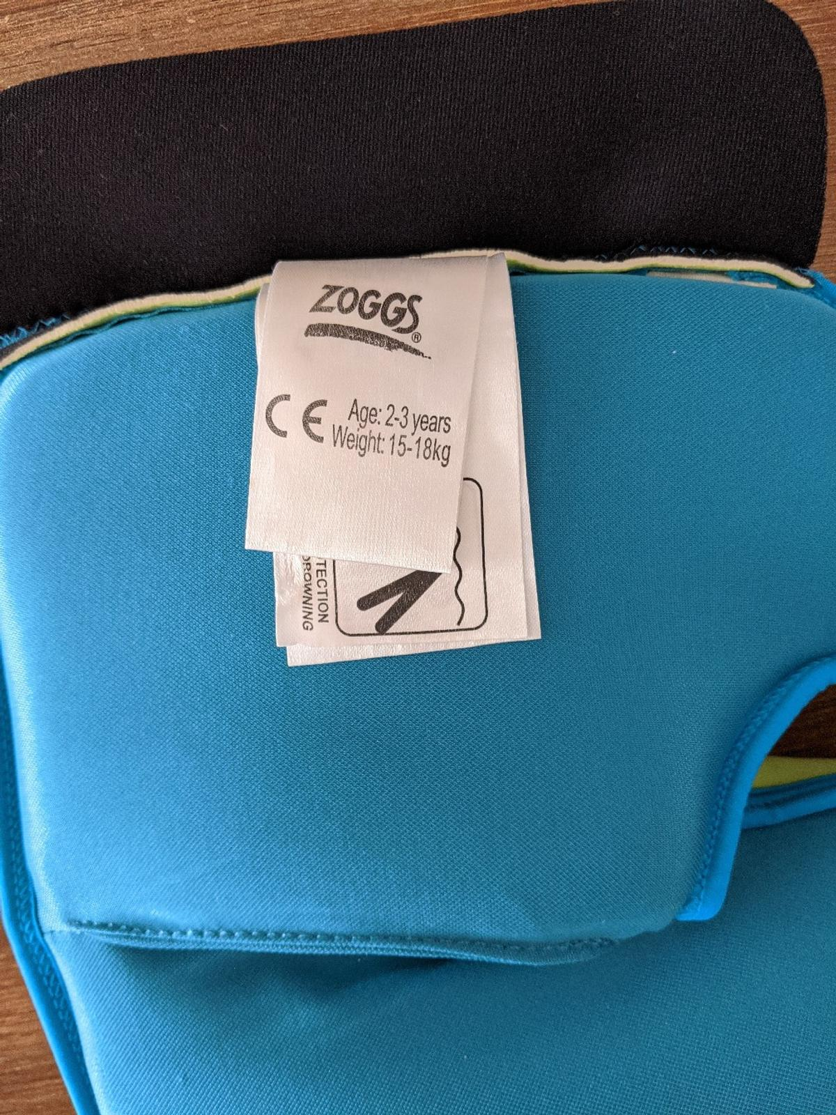 Zoggs Kids Swim Jacket Childrens Swimming Safety Aid Vest Swimwear 2-3 Years, 15-18 kg, Zoggs boys neoprene swim jacket with a front zip and velcro fastening. Ideal for young children allowing them to enjoy the water and build up confidence in the pool. Good used condition. Collection from Tipton near Pure Gym. Smoke and pet free home.