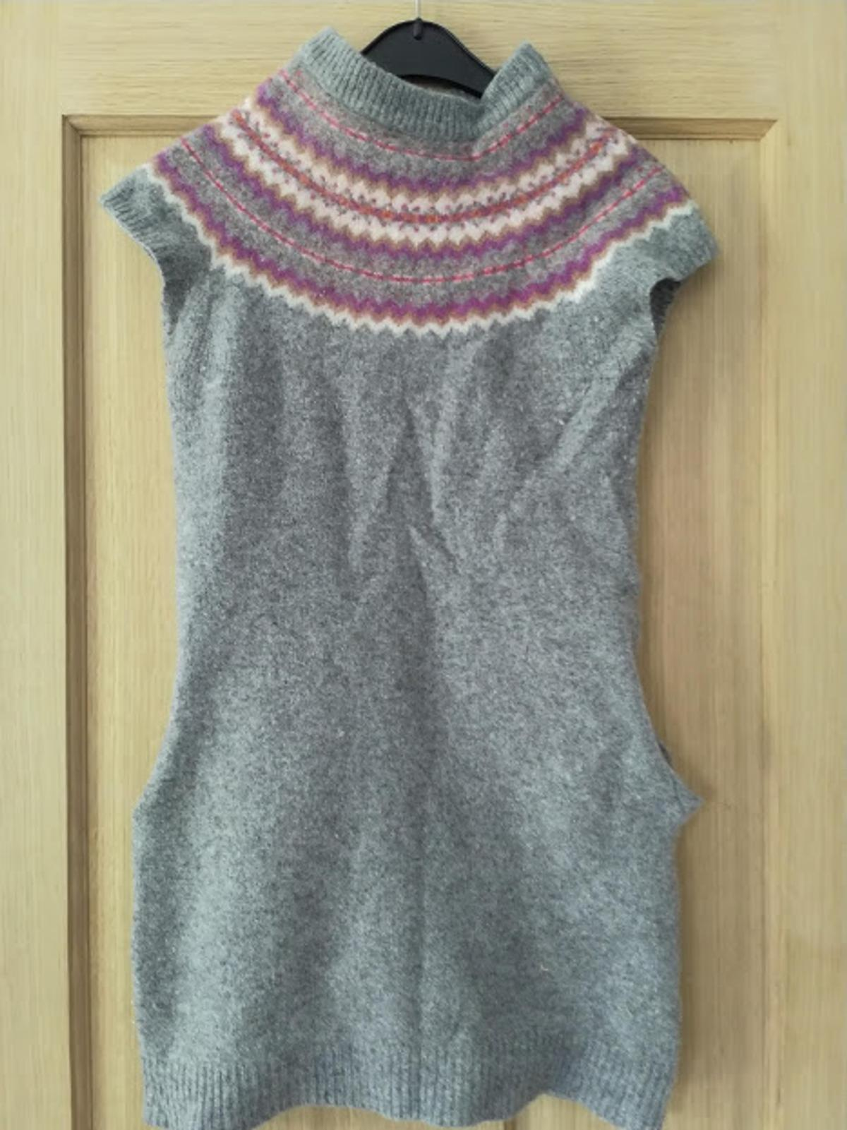 Short Sleeved Lambswool Long Jumper - size 8. Aztec pattern around the chest and pockets. A bit of wear and tear hence the price otherwise very comfy and fab condition.