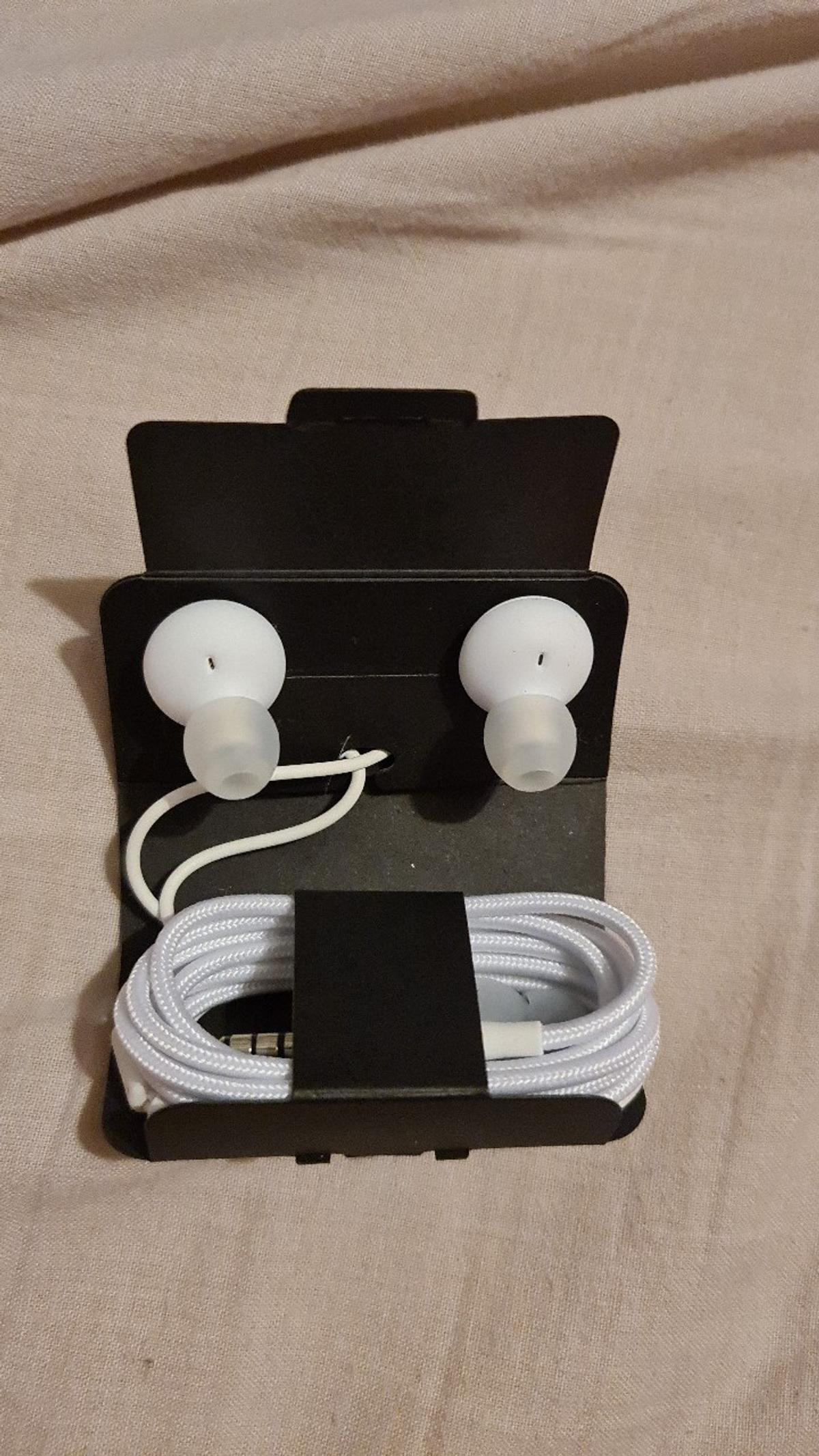 AKG in ear phones in white, brand new never been used. Still in the packet. collection only b65 Blackheath/Rowley Regis x