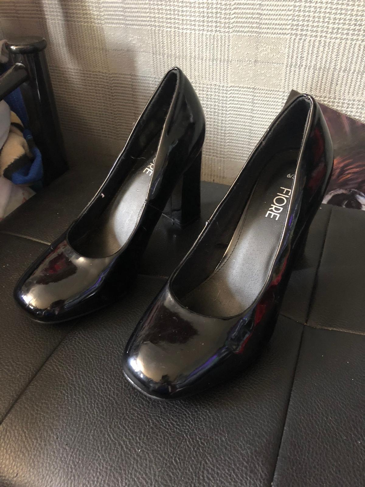 No wear or tear damage Pick up only unless near area Shoes £10 Heels £6 Or both for £14