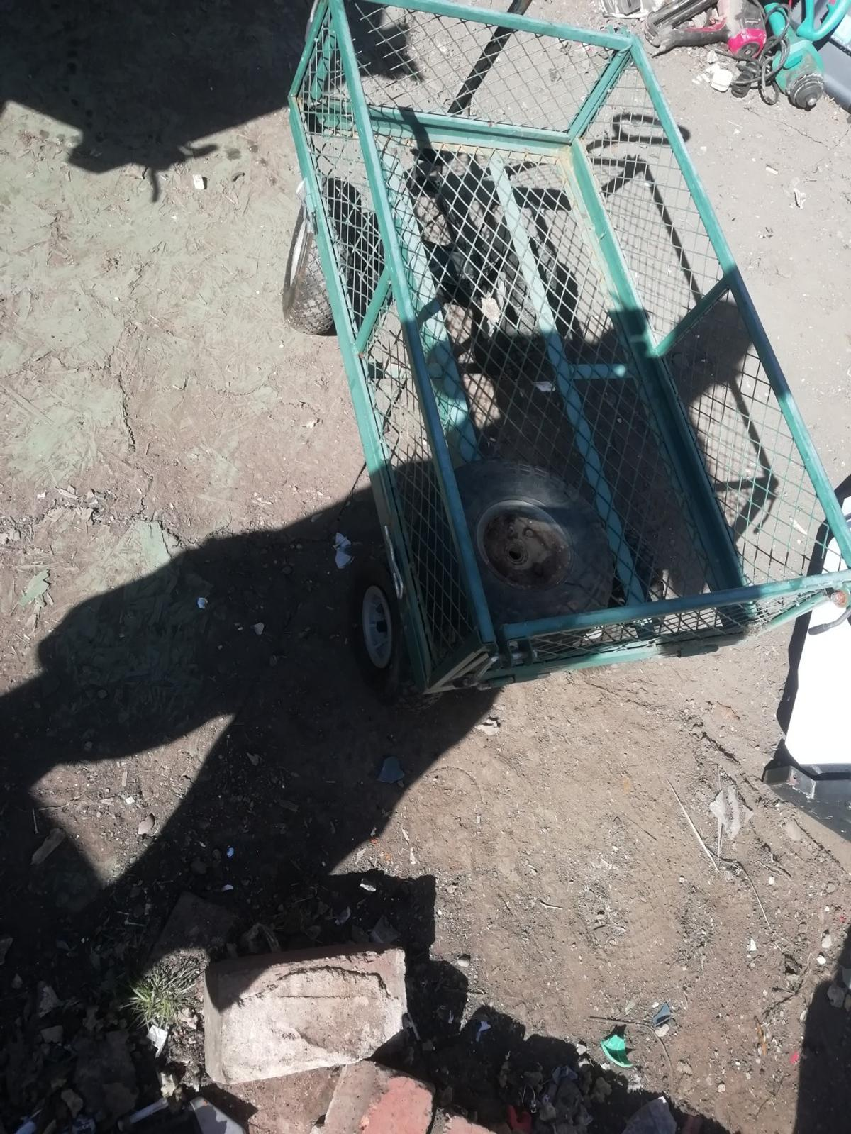 Garden 4 wheel trolley with handle gud condition 25ono collection only