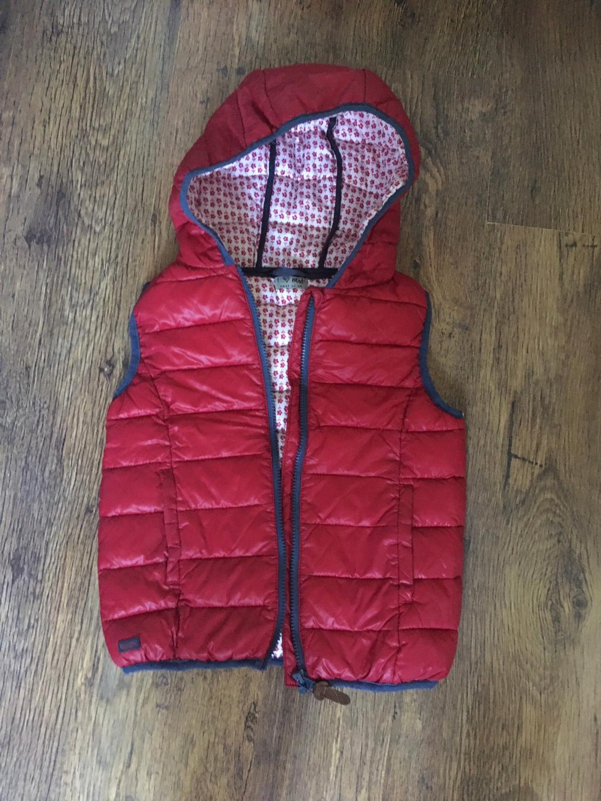 Red girls gilet Like new!!! Next 9 years Red