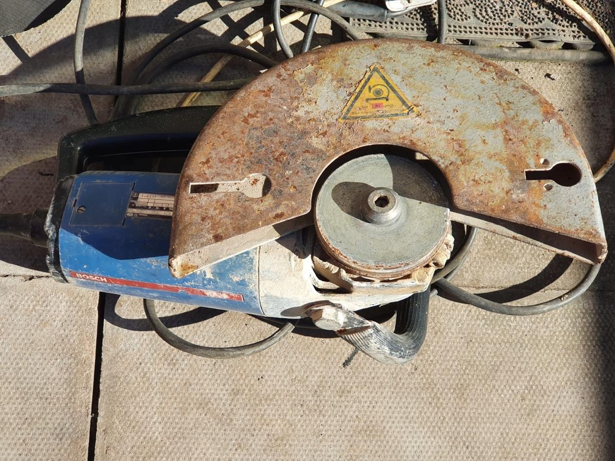 Hi there I'm selling two grinders both in working one is hervey druty so grab yourself a bargain