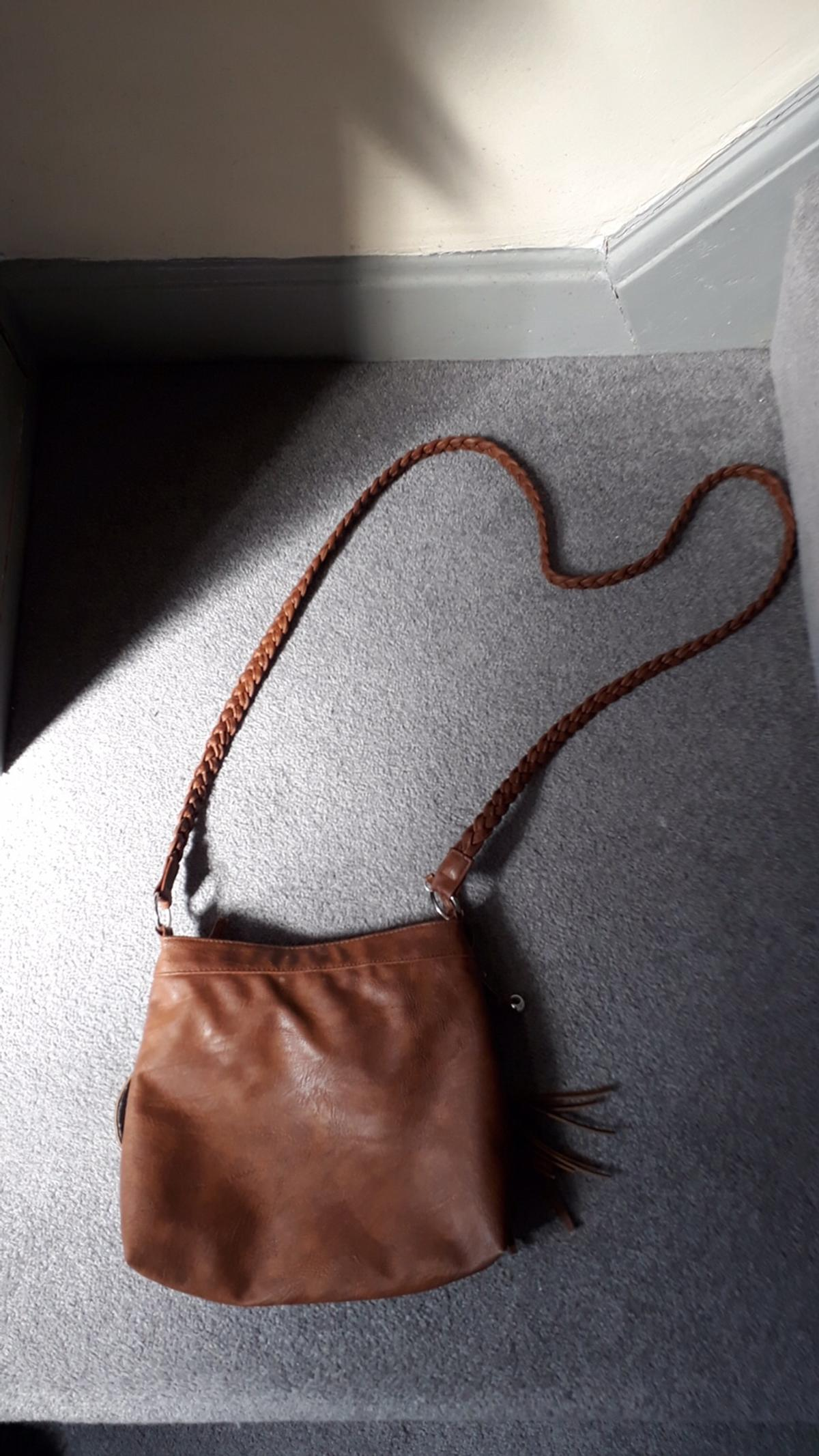 Brand new shoulder bag with long plated style strap and fringe design to the front. Tan in colour Closes by Zip Inside zipped pocket And mobile pocket Size approx 10 x 9 inches Due To Social Distancing If payment can be made by online transfer, or the correct money left in a envelope and posted through the letter box at the time of collection, I will leave in the garden in a plastic bag, so you can safely collect without any interaction needed. Will post for extra