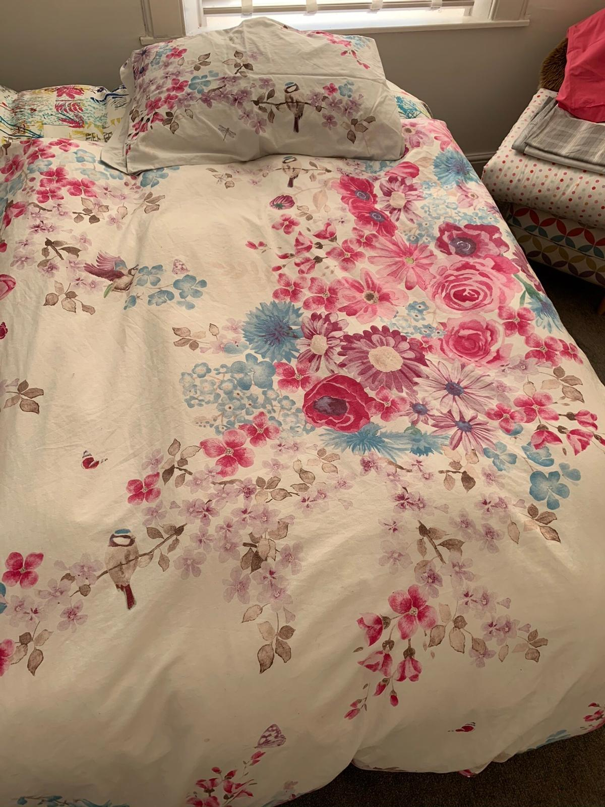 Single reversible duvet set with two pillowcases Matching rectangular cushion 2 cerise pink satin cushions Canvas Blue ombré glass shade with ceiling fittings Will sell individually if required
