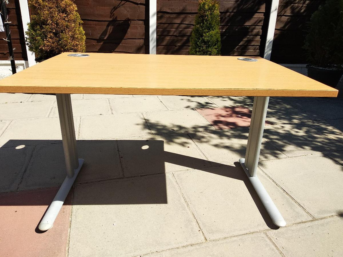 Spare computer desk. In usable condition. ( PLEASE NOTICE that middle bar between legs is missing) Collection from M22 1BU Woodhouse Park. ( FREE local delivery available on bigger orders - please see my other items )