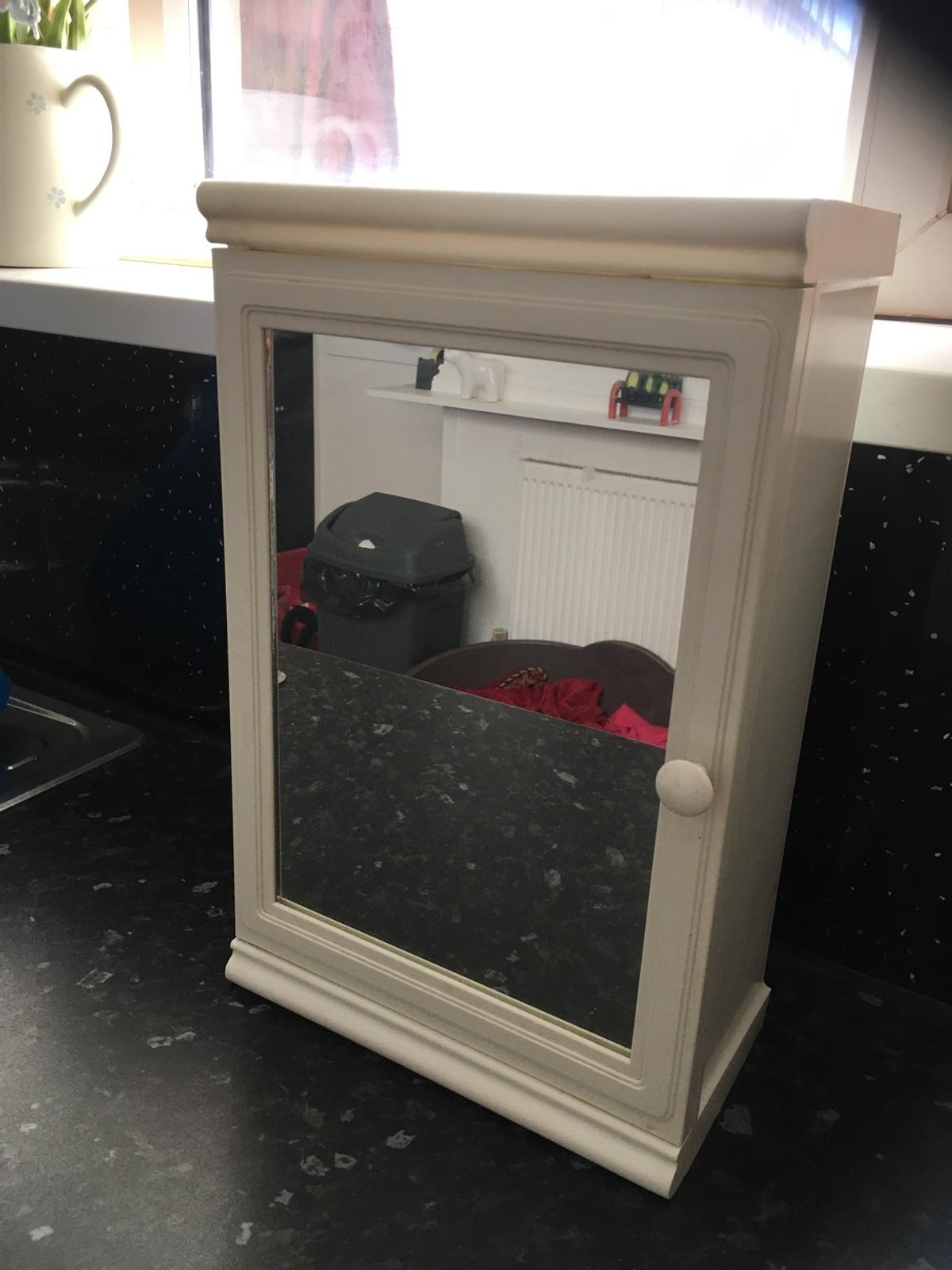 Mirrored cupboard, good condition