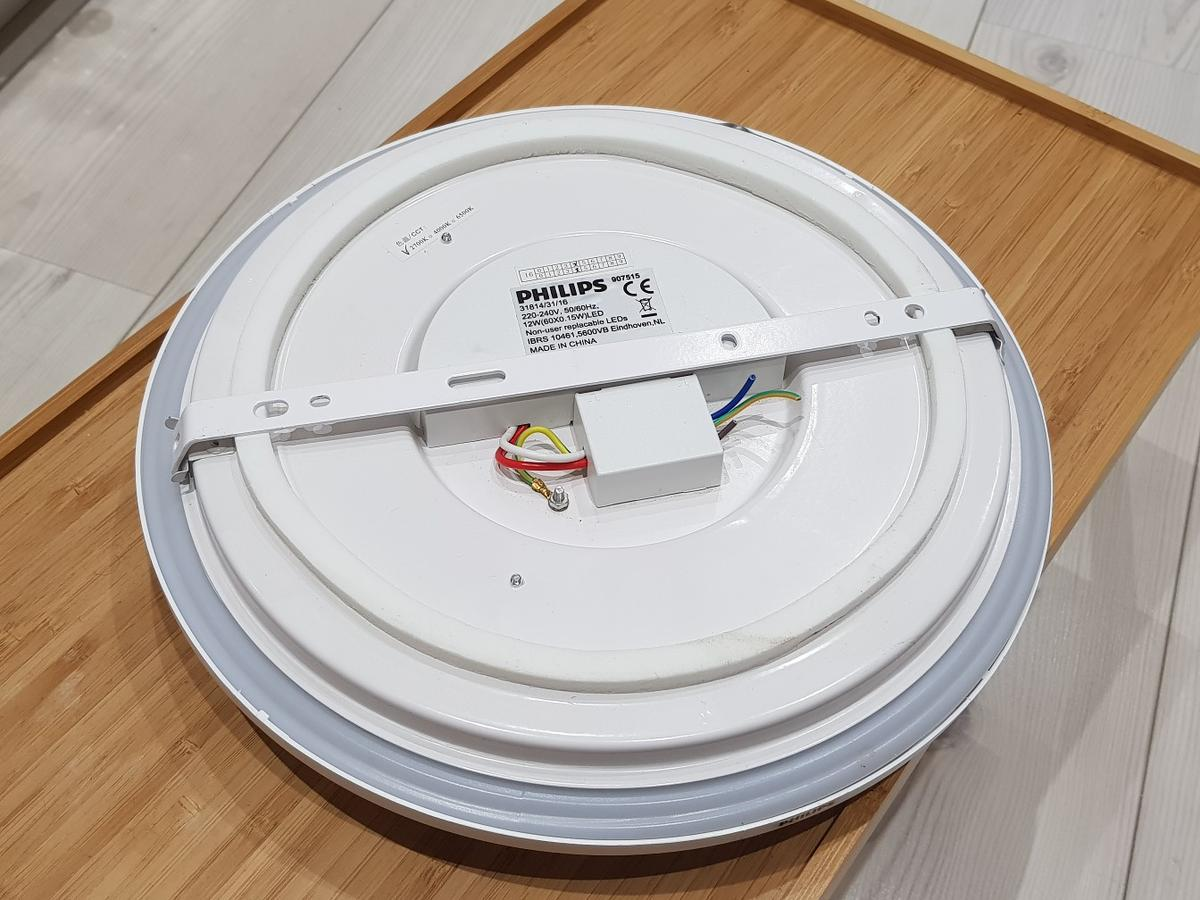 28 cm diameter, 2700 kelvin integrated LEDs and mounting bracket included. Hardly used and in excellent condition. Only selling these as wanted to replace them with spotlights in the room. Also selling assortment of lights as shown in last image - see other listings.